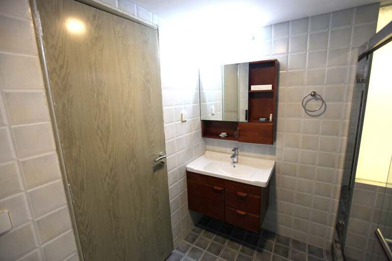modern bathroom- hummingbird hotel
