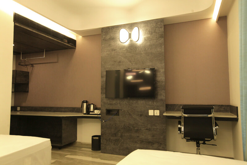 executive rooms with personal work space in hummingbird hotel anand