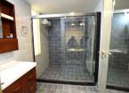executive room bathroom - hummingbird hotel