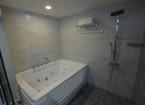 premium Jacuzzi room bath cubics- hummingbird hotel