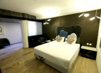 Luxury suite rooms - hummingbird hotel anand